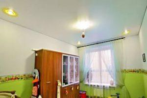 Детская 15 кв.м. - натяжные потолки с установкой люстры