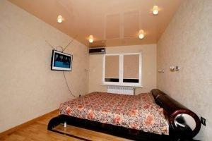 Спальня 8 кв.м. - натяжные потолки с установкой люстры
