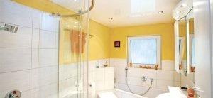 Ванная 4 кв.м. - натяжные потолки работа по кафелю,установка люстры