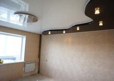 Двухуровневые натяжные потолки в зале