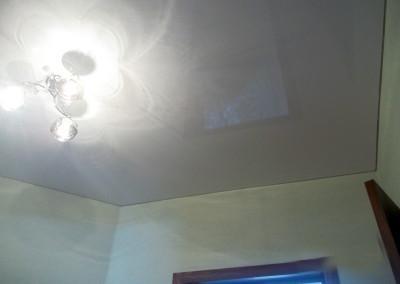 Одноуровневый натяжной потолок 2