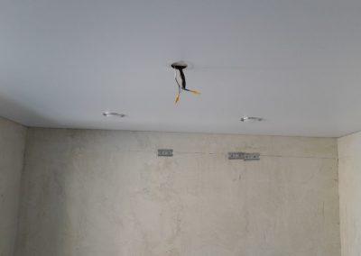 Одноуровневые натяжные потолки (1)